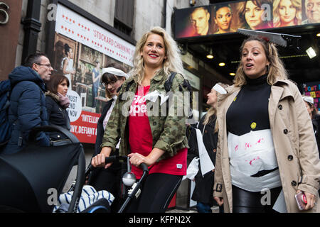 London, UK. 31st October, 2017. Anna Whitehouse, Vlogger, takes part in the March of the Mummies with supporters - Stock Photo