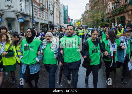 London, UK. 4th November 2017. Make It Right For Palestine - National March and Rally, from Grosvenor Square through - Stock Photo