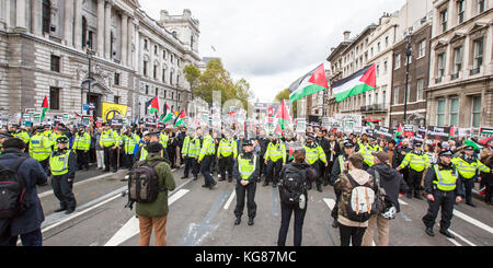 London, UK. 4th November, 2017. In a National rally organised by the Palestinian Solidarity Campaign thousands marched - Stock Photo
