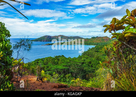 Hiking throug the jungle between the paradise beaches anse lazio and anse georgette, praslin, seychelles. Overview - Stock Photo