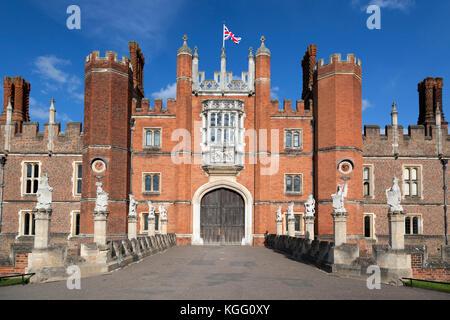 UK, England, London, Surrey, Hampton Court Palace, Great Gate House entrance. - Stock Photo