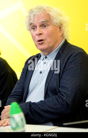Hongkong, China. 09th Nov, 2017. Simon Rattle speaks at a press conference about the concerts of the Berliner Philharmoniker - Stock Photo