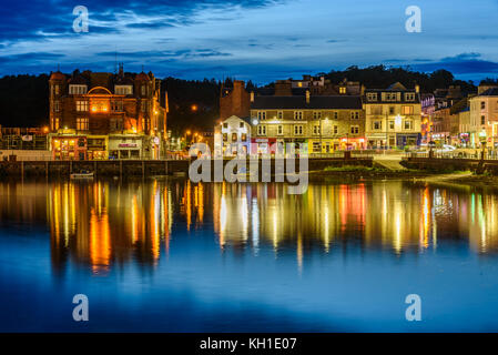 OBAN, SCOTLAND - AUGUST 14, 2017 - Night view of the bay of the beautiful town of Oban with lights reflection. - Stock Photo