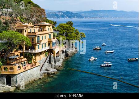 Italy. Liguria. Gulf of Tigullio, Italian Riviera. Portofino. The Ligurian Coast. Villa overlooking the sea - Stock Photo