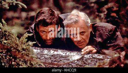 THE EDGE 1997 Art Linson Productions film with Anthony Hopkins at right and Alec Baldwin - Stock Photo