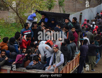 Srinagar, India. 18th Nov, 2017. Kashmiri people carry the body of Slain top rebel commander Mugees Ahmad Mir in - Stock Photo