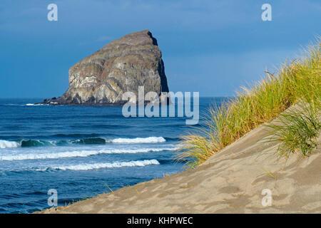 Beach and sand dunes on Cape Kiwanda at Pacific City wih large sea stack rock formation (Haystack or Chief Kiawanda - Stock Photo