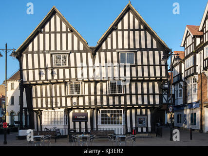 Twin gabled 15th-century timbered merchants house now NatWest bank in Cotswolds town. Market Square, Evesham, Wychavon, - Stock Photo