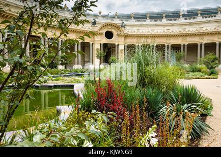 Central courtyard gardens of Petit Palais Musée des Beaux-Arts de la ville de Paris, Paris, France. - Stock Photo