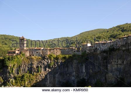 Castellfollit de la Roca, Parque Natural de la Zona Volcánica de la Garrotxa, Girona, Cataluña, Spain - Stock Photo