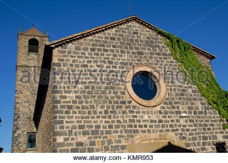 church in Castellfollit de la Roca, Parque Natural de la Zona Volcánica de la Garrotxa, Girona, Cataluña, Spain - Stock Photo