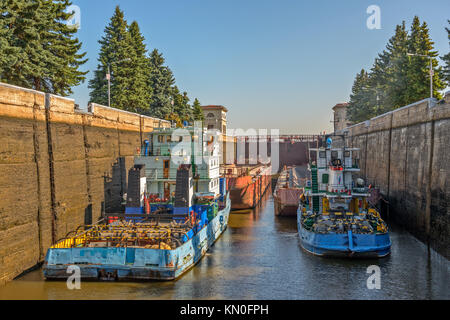 Barge tug in gateway on Moscow Canal - Stock Photo