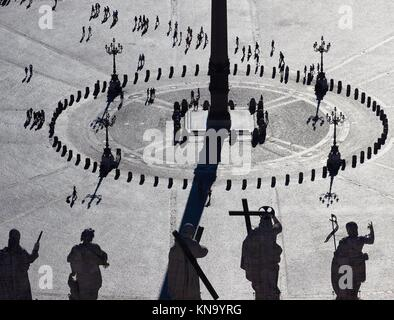 St Peter's Basilica Rooftop statues of Jesus and the Apostles with St Peter's Square silhouetted, Vatican City, - Stock Photo