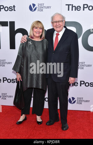 Susan Buffett and Warren Buffett arrives at 'The Post' Washington, DC Premiere at The Newseum on December 14, 2017 - Stock Photo