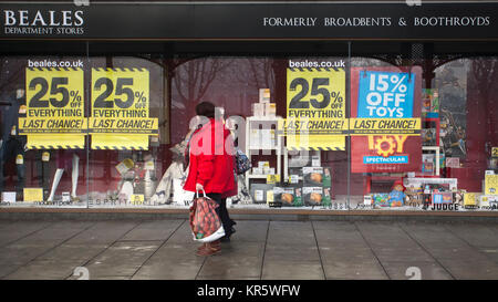 Southport, Merseyside, UK 18th December, 2017. Misty Foggy day for Christmas shopping in Lord Street as last minute - Stock Photo