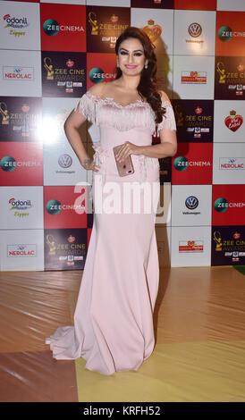 Mumbai, India. 19th Dec, 2017. Indian singer Akriti Kakkar attend the Red carpet event of Zee Cine Awards 2018 at - Stock Photo
