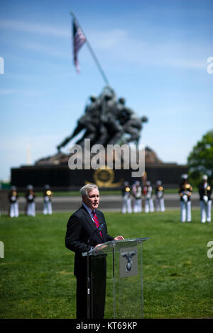 US Navy 110510-N-UH963-120 Secretary of the Navy (SECNAV) the Honorable Ray Mabus addresses family and friends of - Stock Photo