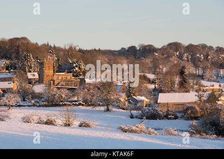 Bourton on the Hill in the snow at sunrise in December. Bourton on the Hill, Cotswolds, Gloucestershire, England. - Stock Photo