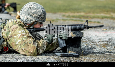 U.S. Army Spc. Courtney Natal zeroes her weapon before shooting a weapon qualification during the New York Army - Stock Photo