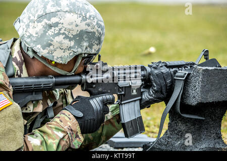 U.S. Army Pfc. Julius Forde fires his M4 during the weapon qualification for the New York Army National Guard Best - Stock Photo