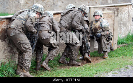 FORT DRUM, N.Y. -- New York Army National Guard Soldiers from  Company D 3rd Battalion 142nd Assault Helicopter - Stock Photo