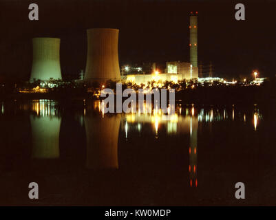 TARONG, QUEENSLAND, AUSTRALIA 1983: Time exposure of cooling towers at the Tarong coal-fired power station, 1983 - Stock Photo