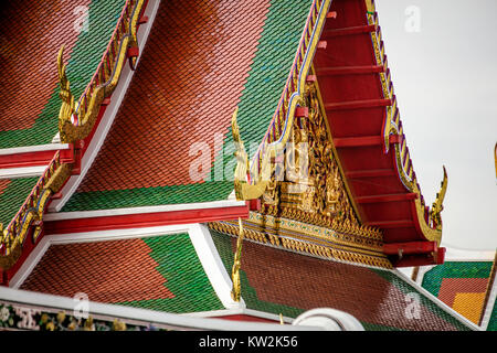 Roof detail, Wat Arun, Temple of the Dawn, Bangkok, Thailand. - Stock Photo