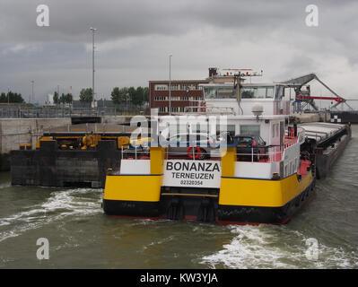 Bonanza   ENI 02320254, Van Cauwelaertsluis, Port of Antwerp pic5 - Stock Photo