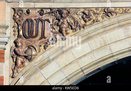 A close up of flamboyant detailing on an archway spandrel on the London Road elevation of Leicester station. 'Out' - Stock Photo