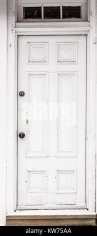 old white door in sag harbor village, sag harbor, ny - Stock Photo