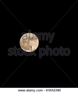 East Lothian, Scotland, United Kingdom. 1st Jan, 2018. The first supermoon of 2018, predicted to be the biggest - Stock Photo