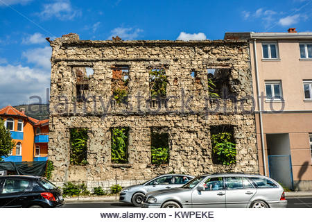 A building lies abandoned after being destroyed in the Balkans war in the town of Mostar, Bosnia and Herzegovina - Stock Photo