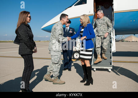 Col. Warren Hurst, commander of the 123rd Airlift Wing, greets Jill Biden, wife of Vice President Joe Biden, and - Stock Photo