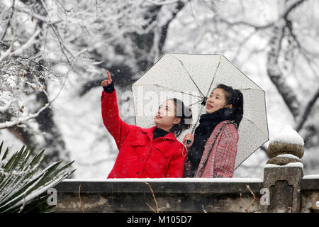 Huaian, China's Jiangsu Province. 25th Jan, 2018. Citizens enjoy the view of snow at a national forest park in Yutai - Stock Photo