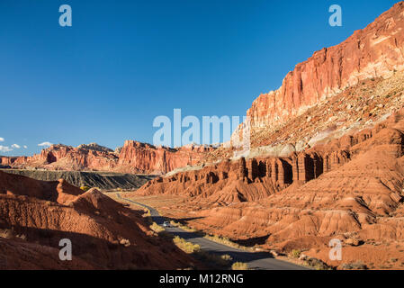 Scenic Drive and the layered sandstone escarpment of Waterpocket Fold, Capitol Reef National Park, Utah. - Stock Photo