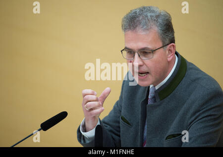 Munich, Germany. 30th Jan, 2018. Florian Streibl of the Free Voters (FW) speaking at the 122nd meeting of the German - Stock Photo