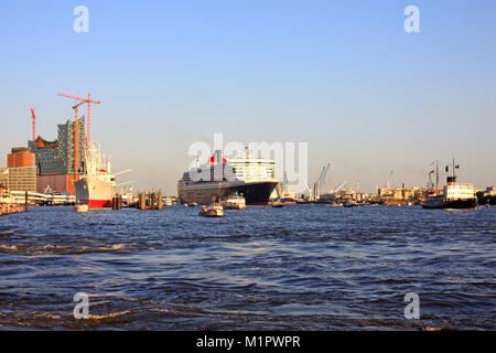 The escaping cruise ship Queen Mary 2, the Hanseatic City of Hamburg, cruising days, , Auslaufendes Kreuzfahrtschiff - Stock Photo
