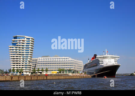 The escaping cruise ship Queen Mary 2, the Hanseatic City of Hamburg, cruising days, 17.08.- 19.08.2012, , Auslaufendes - Stock Photo