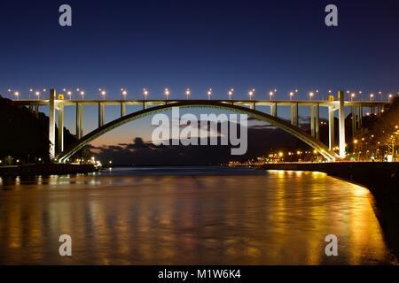 Ponte sobre o rio Douro, Porto, Arrábida - Stock Photo