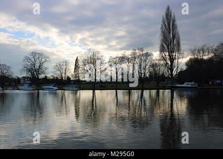 Teddington, London, UK. 6th Feb, 2018. UK Weather. A bitterly cold day beside the River Thames at Teddington where - Stock Photo