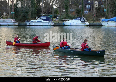 Teddington, London, UK. 6th Feb, 2018. UK Weather. Having fun on the water. On a bitterly cold day beside the River - Stock Photo
