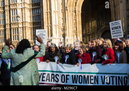 London, UK. 6th Feb, 2018. Female Labour MPs celebrate the centenary of women's suffrage outside the Palace of Westminster. - Stock Photo