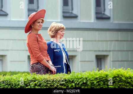 Welcome Their Majesties King Willem-Alexander and Queen Maxima of the Netherlands with military honours by the German - Stock Photo