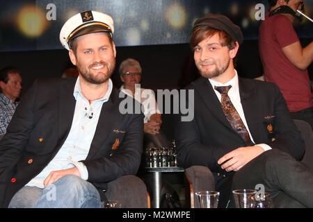 Benjamin Schaschek und Hannes Koch, Weltumsegler und Musik-Sammler, Talkshow Bettina und Bommes, Hannover, 06.02.2015 - Stock Photo