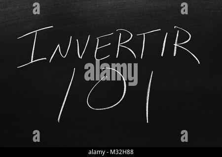 The words Invertir 101 on a blackboard in chalk - Stock Photo