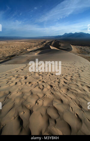 Kelso Dunes, California, USA. 10th Feb, 2018. Animal tracks crisscross the sand dunes in the early morning. The - Stock Photo