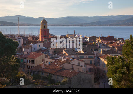 View over the old town Saint-Tropez with church and houses by evening. Locaton: Var, Provence-Alpes-Côte d'Azur, - Stock Photo