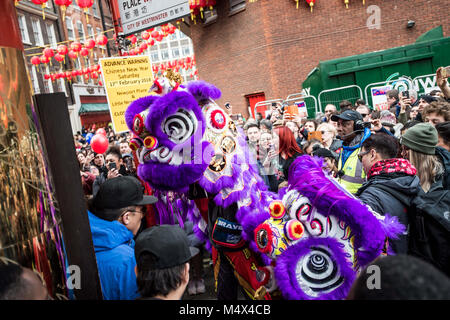 London, UK. 18th Feb, 2018. Chinese tributional dragon dance being performed.Londoners gather in London's chinatown - Stock Photo