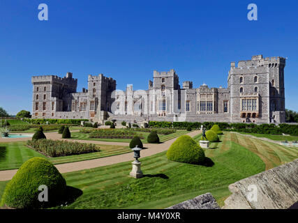 Windsor Castle - Summer view of East Terrace & Royal Apartments - Stock Photo