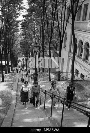 France, Paris, 18th arr, Montmartre, visitors climbing Rue Foyatier steps up to Sacre Coeur in 1970s - Stock Photo